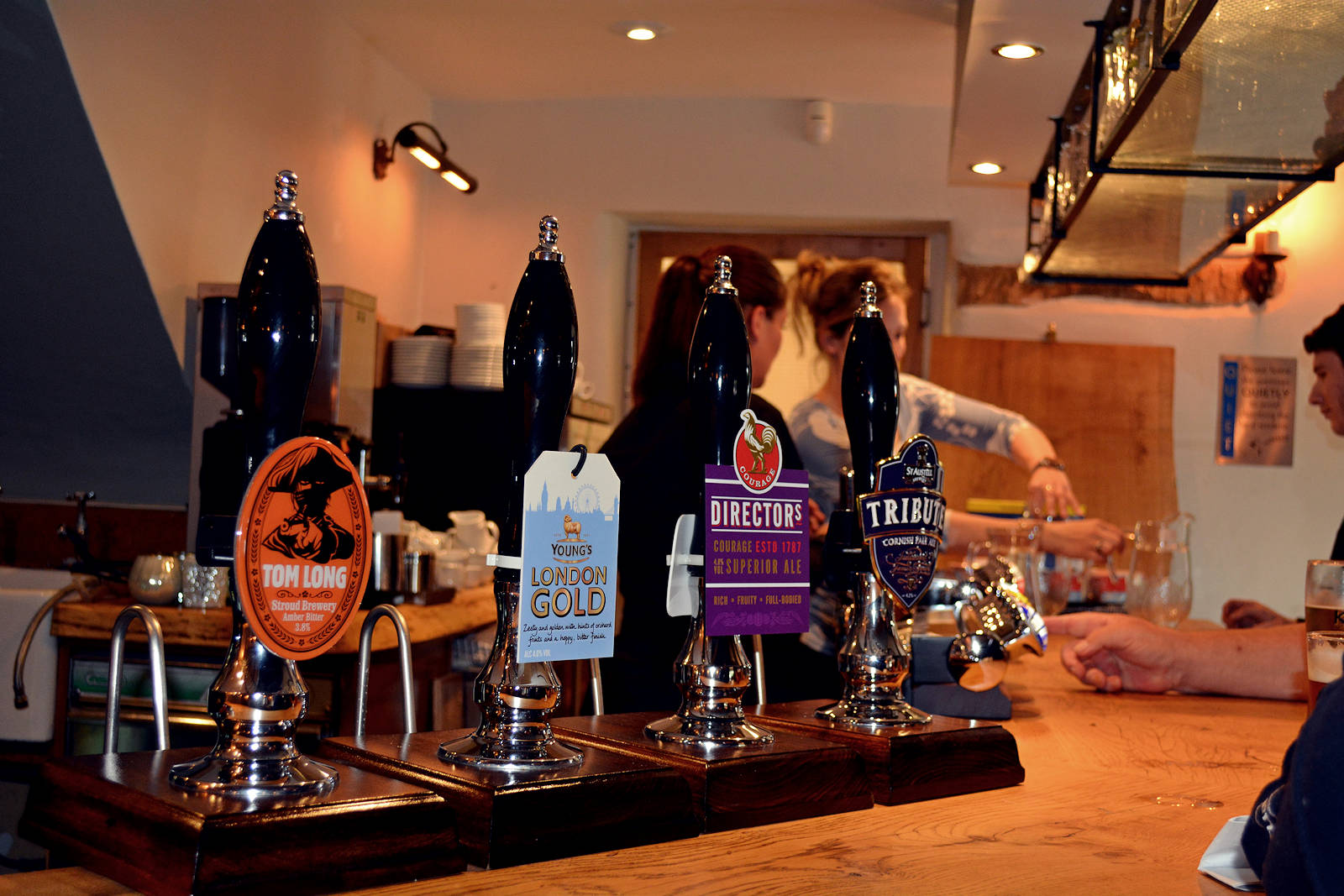 The Railway Inn Pub and Restaurant - Fairford Cotswold bar taps