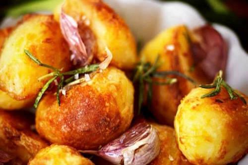 The Railway Inn Pub and Restaurant - Fairford Cotswold Roast Dinner